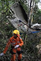 Monomotor SESNA cai na floresta e explode, matando o piloto e dois passageiros.<br /> Belém,Pará, Brasil.<br /> Foto Ney Marcondes.<br /> 03/09/2013