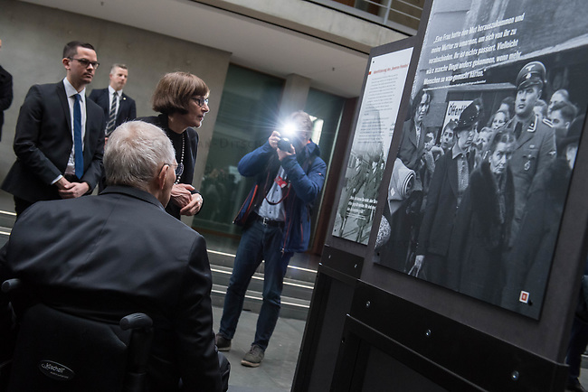 """Die bisher nur in den USA gezeigte Ausstellung """"Einige waren Nachbarn: Taeterschaft, Mitlaeufertum und Widerstand waehrend des Holocaust"""" des United States Holocaust Memorial Museum wurde anlaesslich des Gedenktags fuer die Opfer des Nationalsozialismus, am Donnerstag den 31. Januar 2019, im Paul-Loebe Haus des Deutschen Bundestag vom Bundestagspraesidenten Wolfgang Schaeuble (vorne sitzend) und der Direktorin des Holocaust Memorial Museum, Sara J. Bloomfield (stehend vor Schaeuble) eroeffnet. Die Ausstellung wird erstmals in Deutschland praesentiert. Mit ihr wollen die Ausstellungsmacher aufzeigen, welche Beweggruende und Druckmittel die Entscheidungen und Verhaltensweisen einzelner Menschen waehrend des Holocausts beeinflussten und wie die Menschen auf die Noete ihrer juedischen Klassenkameraden, Kollegen, Nachbarn und Freunde reagierten.<br /> 31.1.2019, Berlin<br /> Copyright: Christian-Ditsch.de<br /> [Inhaltsveraendernde Manipulation des Fotos nur nach ausdruecklicher Genehmigung des Fotografen. Vereinbarungen ueber Abtretung von Persoenlichkeitsrechten/Model Release der abgebildeten Person/Personen liegen nicht vor. NO MODEL RELEASE! Nur fuer Redaktionelle Zwecke. Don't publish without copyright Christian-Ditsch.de, Veroeffentlichung nur mit Fotografennennung, sowie gegen Honorar, MwSt. und Beleg. Konto: I N G - D i B a, IBAN DE58500105175400192269, BIC INGDDEFFXXX, Kontakt: post@christian-ditsch.de<br /> Bei der Bearbeitung der Dateiinformationen darf die Urheberkennzeichnung in den EXIF- und  IPTC-Daten nicht entfernt werden, diese sind in digitalen Medien nach §95c UrhG rechtlich geschuetzt. Der Urhebervermerk wird gemaess §13 UrhG verlangt.]"""