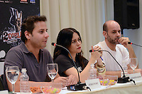 SÃO PAULO, SP, 17 DE JANEIRO DE 2012 - COLETIVA FILME 2 COELHOS  - Os atores Marat Descartes (D), Alessandra Negrini (C),  diretor Afonso Poyart (E) durante coletiva de imprensa do filme 2 Coelhos, no Hotel Blue Tree Premium Faria Lima, na regiao sul da capital paulista. FOTO: ALEXANDRE MOREIRA - NEWS FREE.