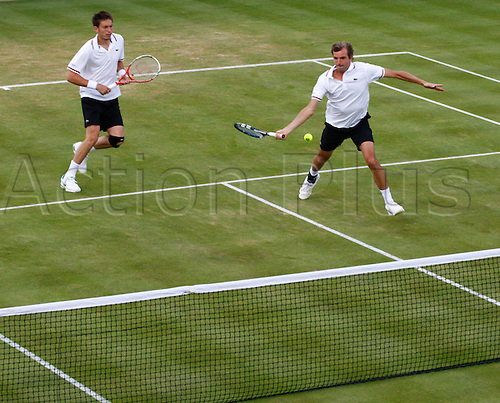 15.06.12 Queens Club, London, ENGLAND: ..BENNETEAU, Julien (FRA..BENNETEAU, Julien (FRA)/MAHUT, Nicolas (FRA) versus ANDERSON, Kevin (RSA)/PAES, Leander (IND)..during day five of the Aegon Championships at Queens Club ..on June 15, 2012 in London , England.........