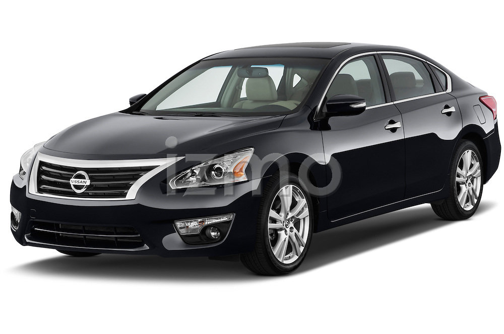 Front three quarter view of a 2013 Nissan Altima SL