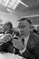 Milano, 16 feb 1985, convegno Partito Socialista Italiano al Palalido, Bruno Trentin sindacalista, segretario generale della FIOM e della CGIL.<br /> Milan, February 16 1985, Convention of the Italian Socialist Party, Bruno Trentin unionist, secretary general of the FIOM and CGIL.