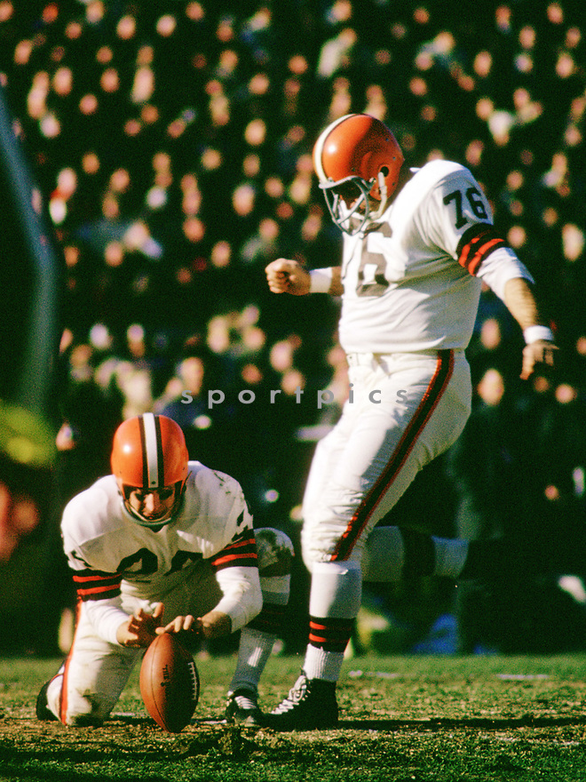 Cleveland Browns Lou Groza (76) during a game from his 1965 season with the Cleveland Browns. Lou Groza played for 21 season, all with the Cleveland Browns, was a 9-time Pro Bowler and was inducted to the Pro Football Hall of Fame in 1974.(SportPics)