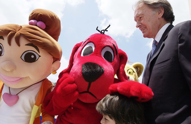 06/21/05.PUBLIC BROADCASTING RALLY--Rep. Edward J. Markey, D-Mass., ranking member on the House Energy .Subcommittee on Telecommunications and the Internet, with Clifford the Big Red Dog and other PBS characters, and representatives of Action for Children's Television, National Parent Teacher's Association (PTA) and Children NOW,  at a rally at the Cannon Terrace in support of public radio and television; a draft bill approved in House Appropriations last week would decrease program funding for the Corporation for Public Broadcasting by 23 percent, or $87 million, to $300 million for fiscal 2006..CONGRESSIONAL QUARTERLY PHOTO BY SCOTT J. FERRELL