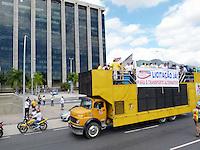 RIO DE JANEIRO - RJ, 15 DE AGOSTO 2012 - MANIFESTA&Ccedil;&Atilde;O DOS TRANSPORTES ALTERNATIVOS (VANS) PARA A CIDADE DO RIO DE JANEIRO.<br /> Nesta manh&atilde; de quarta feira (15), uma grande manifesta&ccedil;&atilde;o dos transportes alternativos chamados aqui de VAN, para a cidade do Rio de Janeiro com aproximidade de 4 mil VANS.<br /> FOTO RONALDO BRAND&Atilde;O/BRAZIL PHOTO PRESS