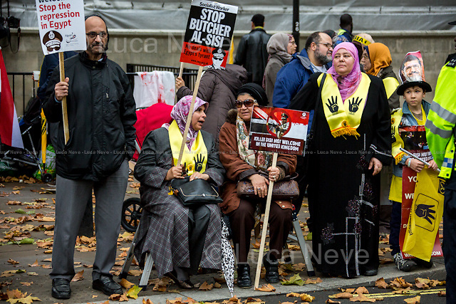 Egyptian people protesting against the Egyptian President Sisi Visit in London - Pro-Morsi.<br />