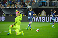 Action photo during the match Unitred States vs Argentina, Corresponding to the Semifinals of the America Cup Centenary 2016 at NRG Stadium.<br /> <br /> Foto  de accion durante el partido Estados Unidos vs Argentina, Correspondiente a la Semifinal de la Copa America Centenario 2016, en el Estadio NRG, en la foto: (i-d) Brad Guzan de USA y Gonzalo Higuain de Argentina <br /> <br /> <br /> 21/06/2016/MEXSPORT/PHOTOGAMMA/Javier Gonzalez.