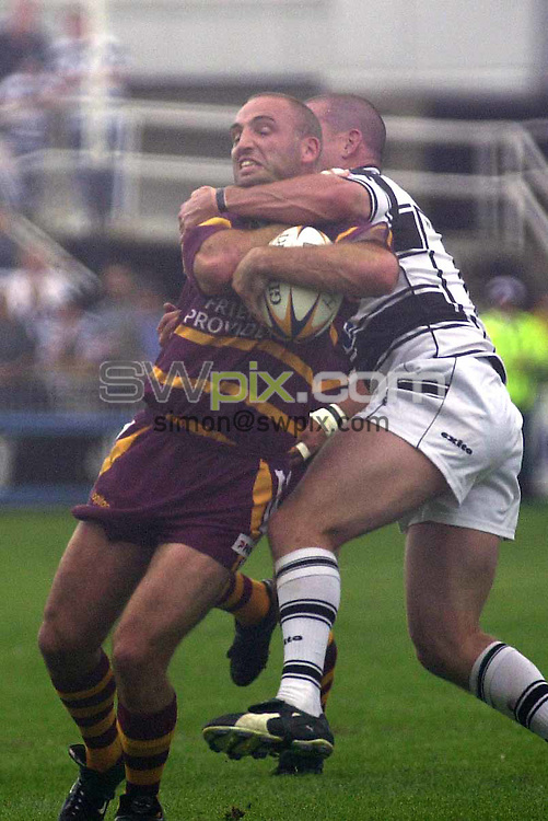Pix: Matthew Lewis/SWpix. Super League Rugby. Hull v Huddersfield. 05/08/2001..COPYWRIGHT PICTURE>>SIMON WILKINSON>>01943 436649>>..Huddersfields Mick Slicker is tackled high by a Hull's Jason Smith.