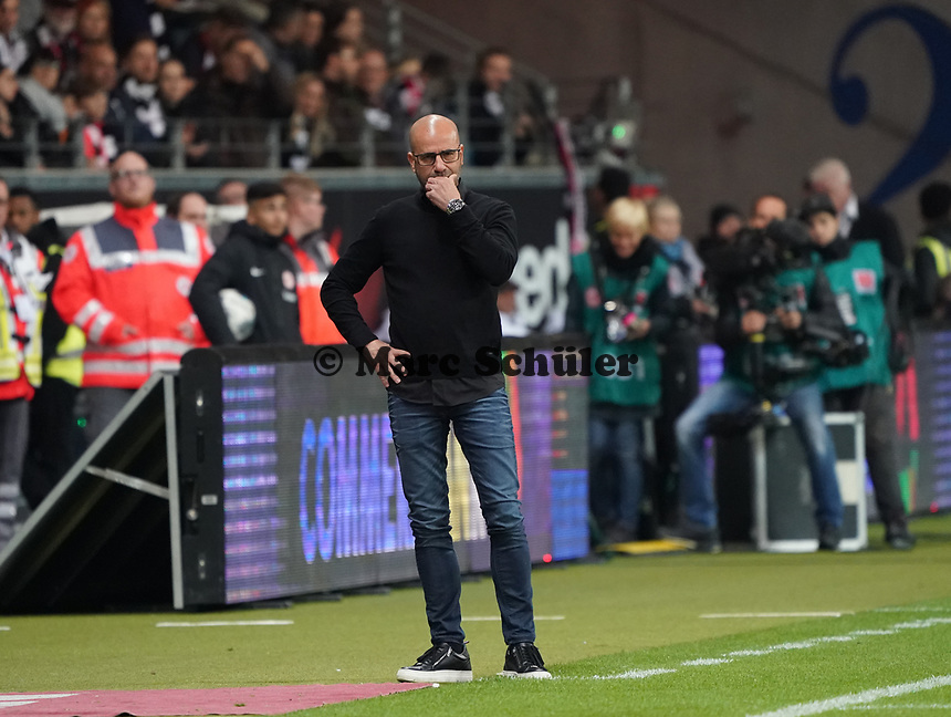 Trainer Peter Bosz (Bayer Leverkusen) angefressen - 18.10.2019: Eintracht Frankfurt vs. Bayer 04 Leverkusen, Commerzbank Arena, <br /> DISCLAIMER: DFL regulations prohibit any use of photographs as image sequences and/or quasi-video.