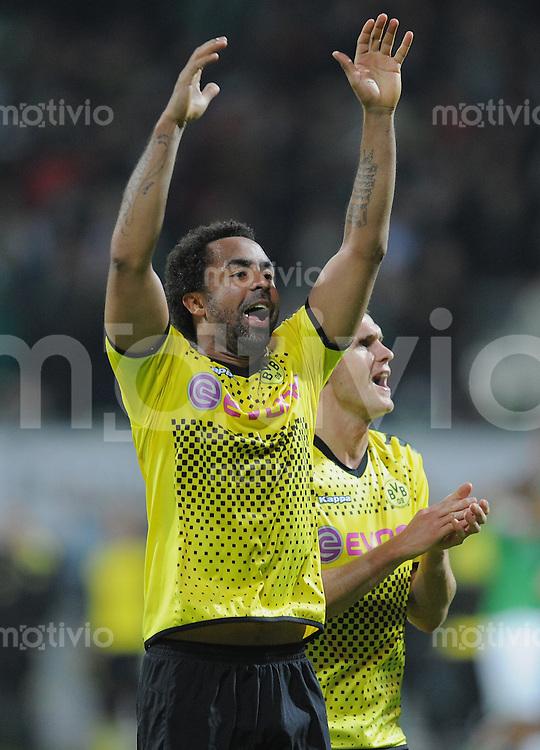 FUSSBALL   1. BUNDESLIGA   SAISON 2011/2012    9. SPIELTAG  14.10.2011 SV Werder Bremen - Borussia Dortmund                  SCHLUSSJUBEL Dortmund: Torschuetze zum 0-2 Patrick Owomoyela