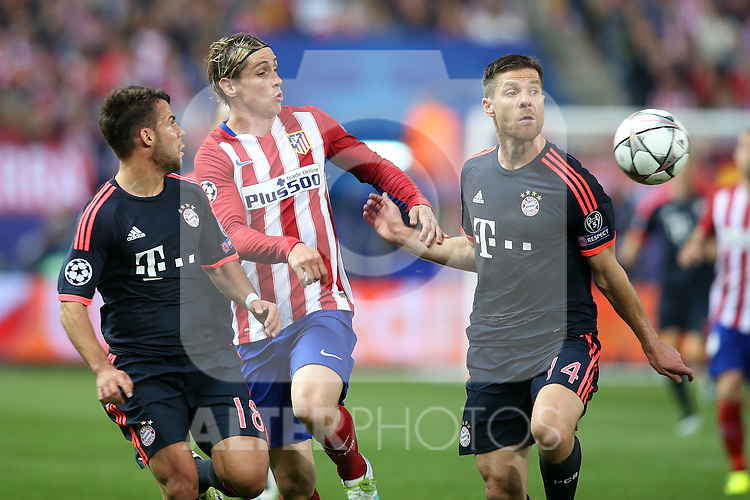 Atletico de Madrid's Fernando Torres (c) and FC Bayern Munchen's Juan Bernat (l) and Xabi Alonso during Champions League 2015/2016 Semi-Finals 1st leg match. April 27,2016. (ALTERPHOTOS/Acero)