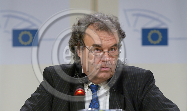 Brussels-Belgium - 04 October 2005---MEP Karl-Heinz FLORENZ (EPP-ED, DE), German member of the Group of the European People's Party (Christian Democrats) and European Democrats in the European Parliament, Chairman of the Committee on the Environment, Public Health and Food Safety; during a press conference in the press room of the EP---Photo: Horst Wagner/eup-images