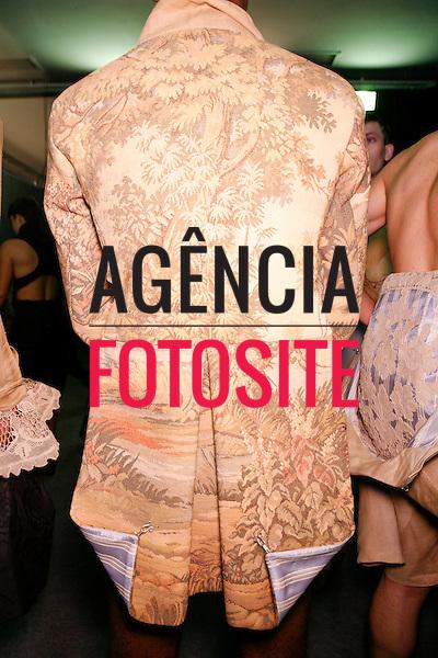 São Paulo, Brasil – 13/06/2010 - Backstage da grife Joao Pimenta durante o São Paulo Fashion Week  -  Verao 2011. Foto : Rafael Canas / Ag. Fotosite
