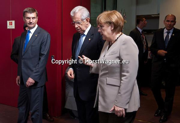 Brussels-Belgium - June 28, 2012 -- European Council, EU-summit meeting of Heads of State / Government; here, get-together for a family picture, Mario MONTI (ce), Prime Minister of Italy, with Angela MERKEL (ri), Federal Chancellor of Germany; Andrus ANSIP (le), Prime Minister of Estonia, observing the two  -- Photo: © HorstWagner.eu