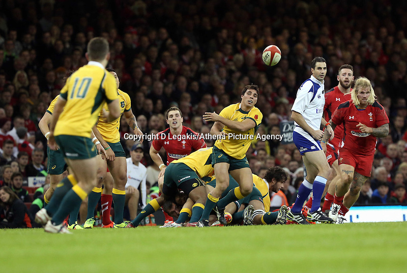 Pictured: Nick Phipps of Australia (C) passing the ball to Bernard Foley (L). Saturday 08 November 2014<br />