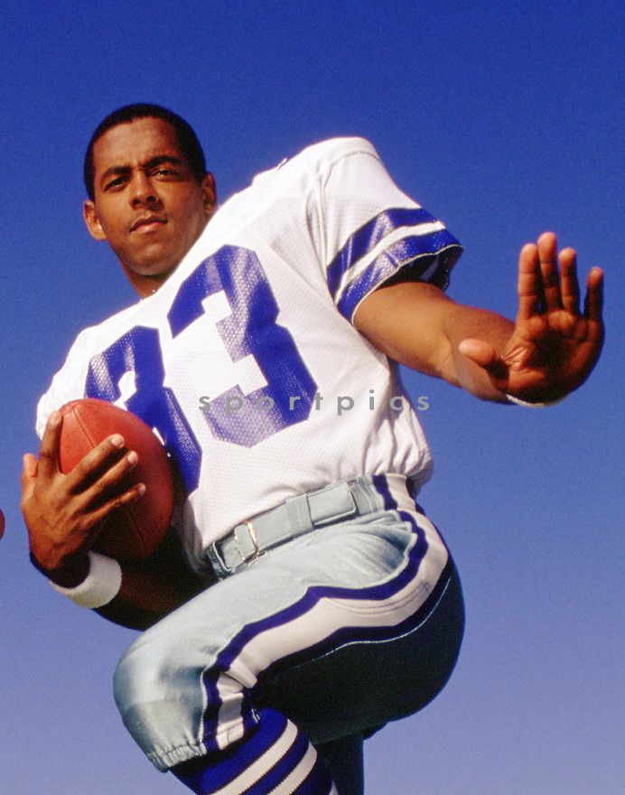 Dallas Cowboys Tony Dorsett (33) portrait from his career with the Cowboys. Tony Dorsett played for 12 years with 2 different teams and was a 4-time Pro Bowler and inducted to the Pro Football Hall of Fame in 1994.(SportPics)