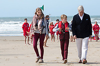 Le roi Philippe de Belgique, la reine Mathilde de Belgique, leurs enfants ; la Princesse Elisabeth, le Prince Gabriel, le Prince Emmanuel et la Princesse El&eacute;onore assistent &agrave; une d&eacute;monstration des services de sauvetage sur la plage de Middelkerke. <br /> La princesse Elisabeth a elle-m&ecirc;me particip&eacute; &agrave; la r&eacute;animation.<br /> Belgique, Middelkerke, 1er juillet 2017.<br /> King Philippe of Belgium, Queen Mathilde of Belgium and their children, Crown Princess Elisabeth, Prince Emmanuel, Prince Gabriel, and Princess Eleonore of Belgium pictured during a rescue exercice, part of a visit of Belgian royal couple at the Belgian coast, in Westende, Middelkerke.<br />  Belgium, Westende, Middelkerke, 01 July 2017.<br /> Pic :  King Philippe of Belgium, Crown Princess Elisabeth of Belgium, Prince Emmanuel of Belgium