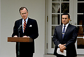 United States President George H.W. Bush and President Hosni Mubarak of Egypt make arrival statements prior to meeting at the White House in Washington, D.C. on April 3, 1989. <br /> Credit: Howard L. Sachs / CNP