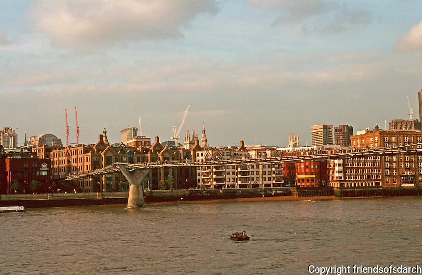 London:  3.  Panorama--from Tate Modern.  Photo '90.