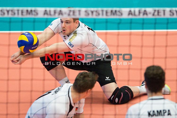 29.12.2013, Lotto Dome, Maaseik<br /> Volleyball, Belgien vs. Deutschland<br /> <br /> Annahme Markus Steuerwald (#12 GER)<br /> <br />   Foto &copy; nordphoto / Kurth