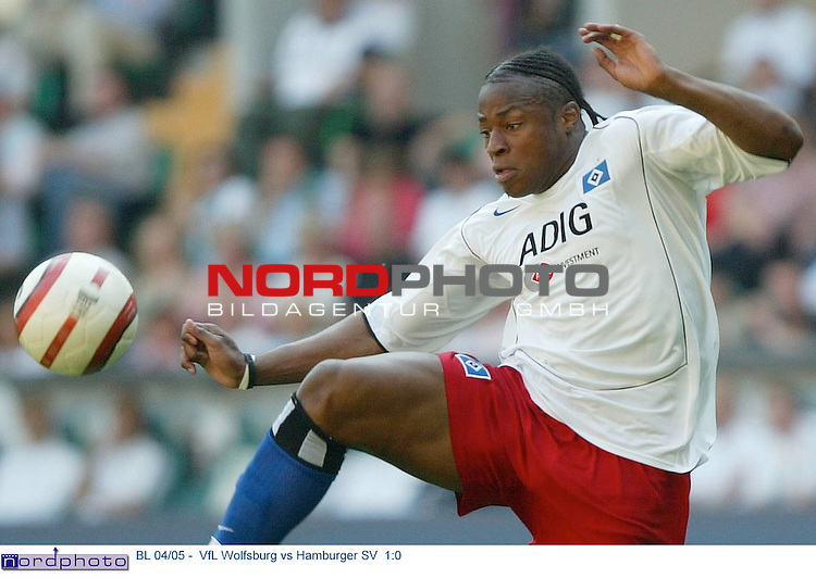 BL 04/05 -  Rueckrunde 31.Spieltag<br /> <br /> VfL Wolfsburg vs Hamburger SV  1:0<br /> <br /> Einzelaktion Emile Mpenza<br /> <br /> Foto &copy; nordphoto - Anja Heinemann<br /> <br /> <br /> <br /> <br /> <br /> <br /> <br />  *** Local Caption *** Foto ist honorarpflichtig! zzgl. gesetzl. MwSt.<br /> <br /> Belegexemplar erforderlich<br /> <br /> Adresse: nordphoto<br /> <br /> Georg-Reinke-Strasse 1<br /> <br /> 49377 Vechta