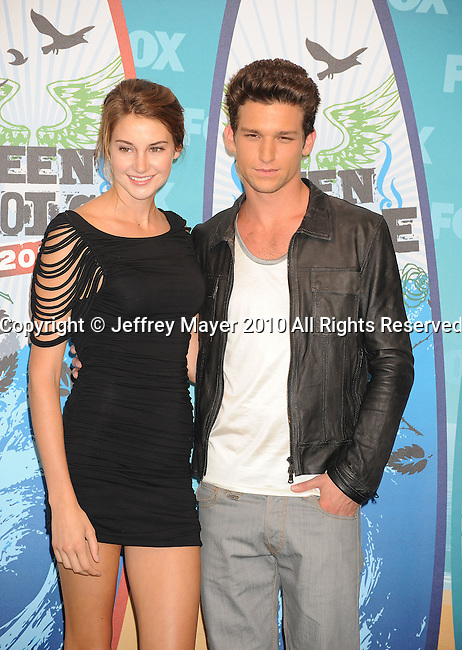 UNIVERSAL CITY, CA. - August 08: Shailene Woodley and Daren Kagasoff pose in press room during the 2010 Teen Choice Awards at Gibson Amphitheatre on August 8, 2010 in Universal City, California.