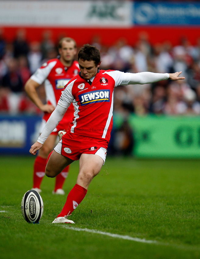 Photo: Richard Lane/Richard Lane Photography. Gloucester Rugby v Leicester Tigers. Guinness Premiership. 07/09/2008. Gloucester's Ryan Lamb kicks.