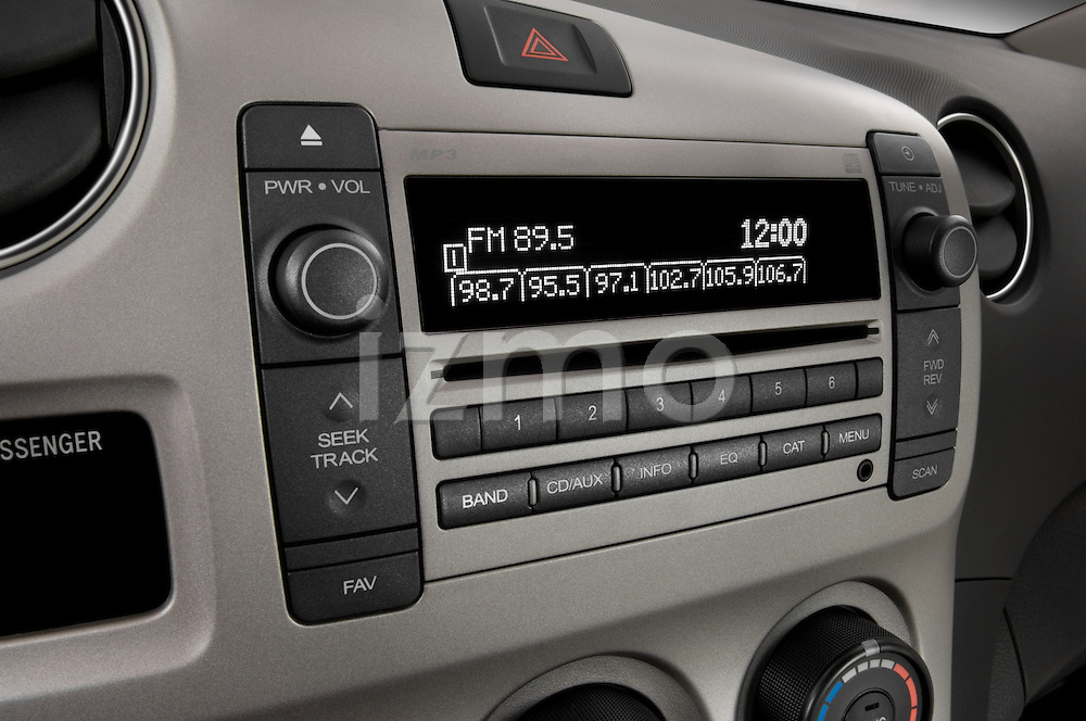 Stereo audio system close up detail view of a 2009 Pontiac Vibe GT