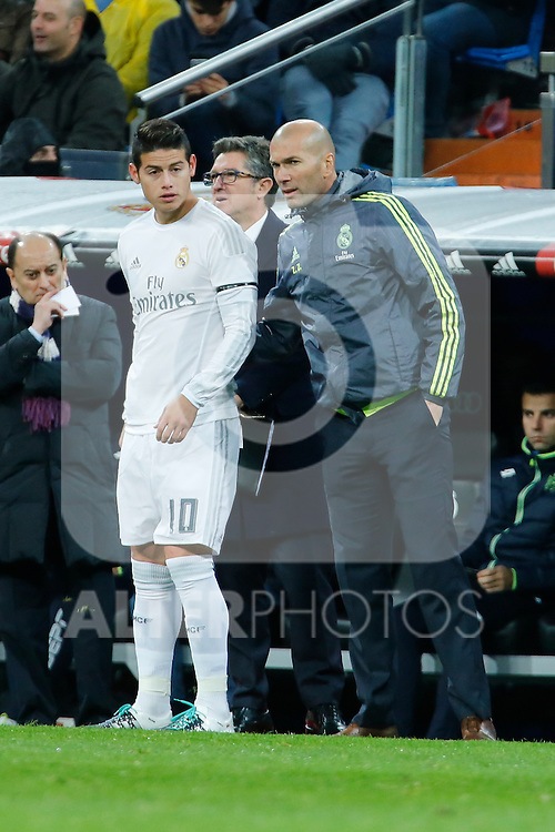 Real Madrid´s new coach Zinedine Zidane talks to James Rodriguez during 2015/16 La Liga match between Real Madrid and Deportivo de la Coruna at Santiago Bernabeu stadium in Madrid, Spain. January 09, 2015. (ALTERPHOTOS/Victor Blanco)