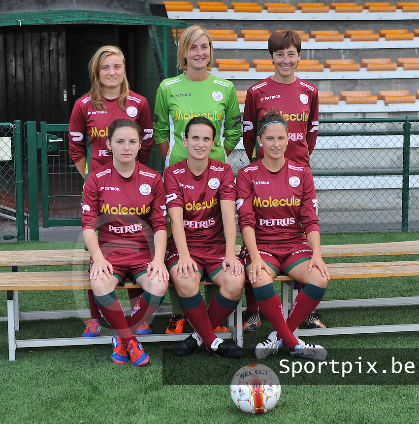 SV Dames Zulte Waregem : nieuwkomers Annelies Van Elslander , Celine Finet , Sarina Heirbaut , Jana Van Der Biest , Joke Verlinde en Kelly Decubber.foto DAVID CATRY / Vrouwenteam.be