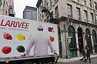 Amérique/Amérique du Nord/Canada/Québec/Montréal: Camion de livraison de fruits et  légumes, rue Saint-François-Xavier dans le  Vieux-Montréal. Montréal Ville Gourmande