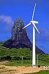 Turbona de energia eólica em Fernando de Noronha. 1998. Foto de Renata Mello.