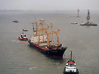 13 december 1994. De Pioner Onegi maakte op 8 december 1994 op weg van Antwerpen naar zee, zoveel slagzij dat sleepboten het schip tegen de slikken voor Bath moesten duwen om kapseizen te voorkomen. De Pioner had te veel containers aan boord en was verkeerd geladen.