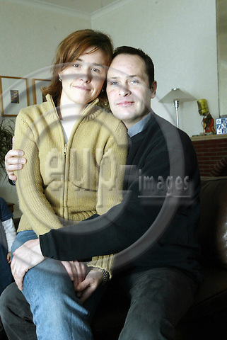 Antwerpen - BELGIUM - 15 December 2002--Sopie Robertson gave birth to the child of her sister.--The Robertson family. Sopie and Mark Robertson in their home. -- PHOTO: EUP-IMAGES.COM / JUHA ROININEN