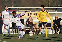 SCT Menen - RC Harelbeke :<br /> Ahmed Diallo (L) ontzet de bal voor de neus van Giovanni Franco Simoes (R)<br /> <br /> Foto VDB / Bart Vandenbroucke