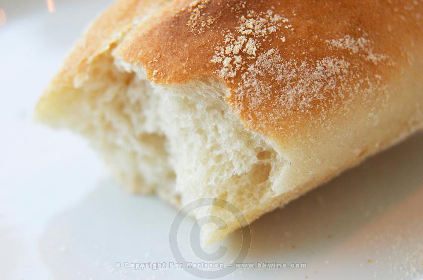 Detail of a bread where the end piece has been broken off, sprinkling of flour on the top Ulriksdal Ulriksdals Wärdshus Värdshus Wardshus Vardshus Restaurant, Stockholm, Sweden, Sverige, Europe