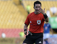 BOGOTA - COLOMBIA -07 -03-2015: Harold Perilla, árbitro, señala una falta durante el entre Millonarios y La Equidad por la fecha 8 de la Liga Águila I 2015 jugado en el estadio Nemesio Camacho El Campín de la ciudad de Bogotá./ Juan Harold Perilla, referee, signs a fault during the match between Millonarios and La Equidad for the 8th date of the Aguila League I 2015 played at Nemesio Camacho El Campin stadium in Bogotá city. Photo: VizzorImage / Gabriel Aponte / Staff.