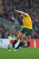 Bernard Foley of Australia takes a penalty kick during the Rugby World Cup Final between New Zealand and Australia - 31/10/2015 - Twickenham Stadium, London<br /> Mandatory Credit: Rob Munro/Stewart Communications