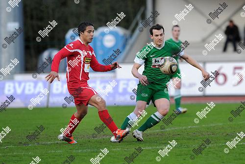 2013-04-20 / Voetbal / seizoen 2012-2013 / Turnhout - Torhout / Mohamed Abdelwahed (l. Turnhout) met Maarten Cobberts..Foto: Mpics.be