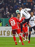 Kevin-Prince Boateng (Eintracht Frankfurt) gegen Suat Serdar (1. FSV Mainz 05) - 07.02.2018: Eintracht Frankfurt vs. 1. FSV Mainz 05, DFB-Pokal Viertelfinale, Commerzbank Arena