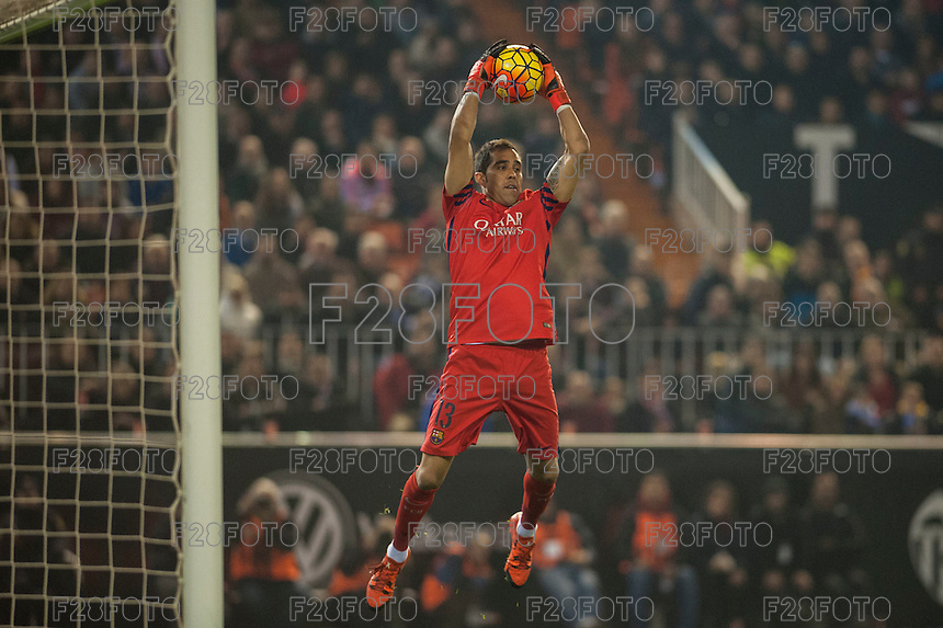 VALENCIA, SPAIN - DECEMBER 5: Bravo during BBVA LEAGUE match between Valencia C.F. and FC Barcelona at Mestalla Stadium on December 5, 2015 in Valencia, Spain