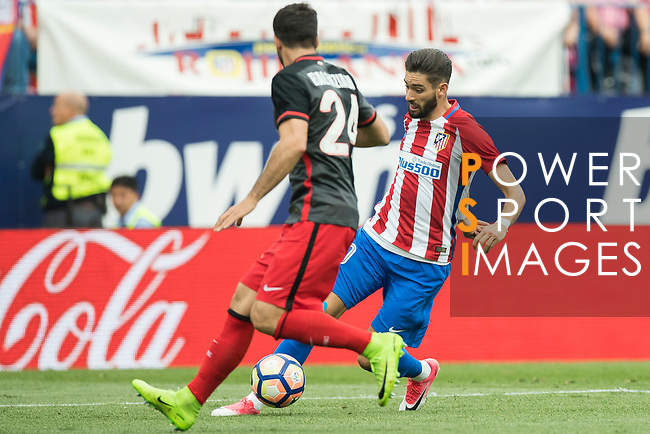 Mikel Balenziaga Oruesagasti of Athletic Club fights for the ball with Yannick Ferreira Carrasco of Atletico de Madrid  during their La Liga match between Atletico de Madrid vs Athletic de Bilbao at the Estadio Vicente Calderon on 21 May 2017 in Madrid, Spain. Photo by Diego Gonzalez Souto / Power Sport Images