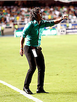 CALI- COLOMBIA -22 -01-2014: Leonel Alvarez (Der.) tecnico de Deportivo Cali durante partido de ida por la Super Liga 2014, en el estadio Pascual Guerrero de la ciudad de Cali.  / Leonel Alvarez (R), coach of Deportivo Cali, during the match between Deportivo Cali and Atletico Nacional for the first leg of the Super Liga 2014 at the Pascual Guerrero Stadium in Cali city. Photo: VizzorImage  / Juan C. Quintero / Str.