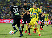 BUCARAMANGA - COLOMBIA, 22-03-2018: Michael Rangel (Der) jugador del Atlético Bucaramanga disputa el balón con Diego Braghieri (Izq) jugador de Atletico Nacional durante partido por la fecha 8 de la Liga Águila I 2018 jugado en el estadio Alfonso López de la ciudad de Bucaramanga. / Michael Rangel (R) player of Atletico Bucaramanga struggles the ball with Diego Braghieri (L) player of Atletico Nacional during match for the date 8 of the Aguila League I 2018 played at Alfonso Lopez stadium in Bucaramanga city. Photo: VizzorImage / Oscar Martínez / Cont