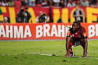 ATENCAO EDITOR: FOTO EMBARGADA PARA VEÍCULOS INTERNACIONAIS. - RIO DE JANEIRO, RJ, 30 DE SETEMBRO DE 2012 - CAMPEONATO BRASILEIRO - FLAMENGO X FLUMINENSE - Vagner Love, jogador do Flamengo, lamenta chance perdida durante partida contra o Fluminense, pela 27a rodada do Campeonato Brasileiro, no Stadium Rio (Engenhao), na cidade do Rio de Janeiro, neste domingo, 30. FOTO BRUNO TURANO BRAZIL PHOTO PRESS