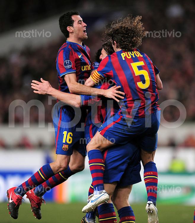 FUSSBALL  International  Champions   League  Hinspiel   SAISON 2009/2010    VfB Stuttgart -  FC Barcelona      23.02.2010 Jubel mit Sergio Busquets  und Carles Puyol (v. li., Barca)