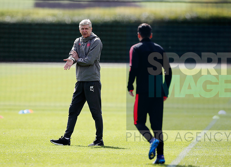 Arsenal's Arsene Wenger speaks to Mesut Ozil during the training session at the Arsenal Training Centre, London Colney. Picture date: 25th April 2018. Picture credit should read: David Klein/Sportimage