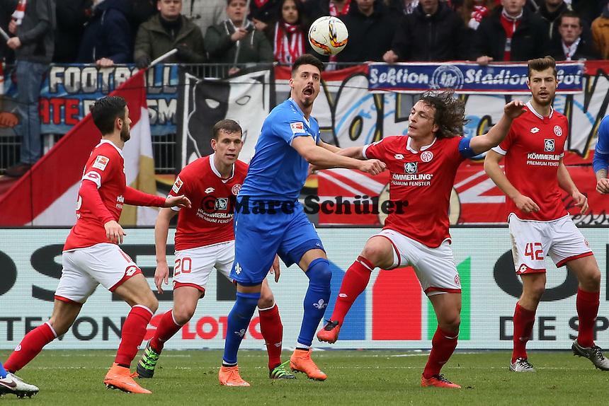 Sandro Wagner (Darmstadt) gegen Julian Baumgartlinger (Mainz) - 1. FSV Mainz 05 vs. SV Darmstadt 98, Coface Arena