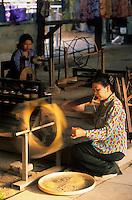 Asie/Thaïlande/Chiang Mai : Artisanat atelier soirie - Filage