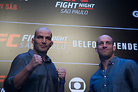 SÃO PAULO, SP, 05.11.2015 - UFC-SP -  Glover Teixeira e Patrick Cummins durante encarada no UFC Media Day, no hotel Hilton, na zona sul de São Paulo, na manhã desta quinta-feira, 05.(Foto: Adriana Spaca/Brazil Photo Press)